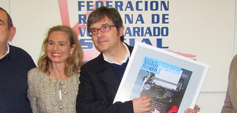 Homenaje a Bernardo Sánchez por colaborar altruistamente con la Revista de Voluntariado Social