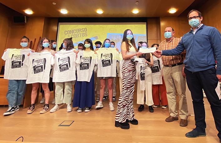 """La clase 4ºD del IES Tomás Mingot, ganadora del concurso de cortometrajes """"La solidaridad tiene un premio"""" de la FRVS"""